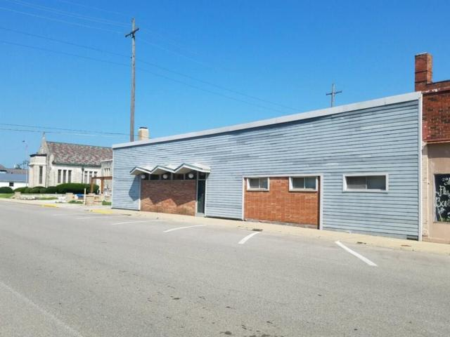 114 W 3rd Street, Rushville, IN 46173 (MLS #21590069) :: AR/haus Group Realty