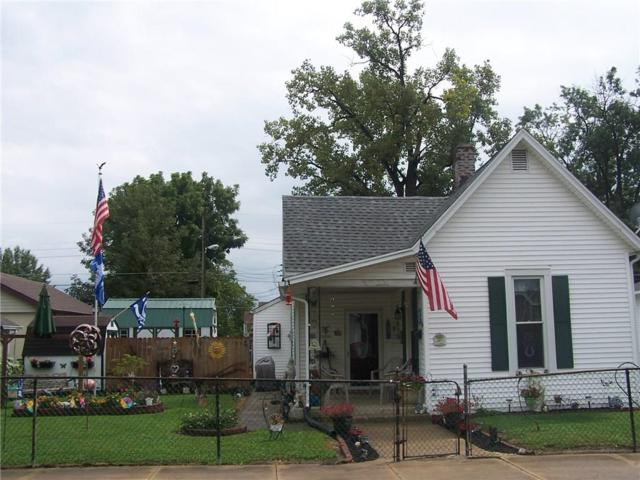 715 3rd Street, Shelbyville, IN 46176 (MLS #21590109) :: The ORR Home Selling Team
