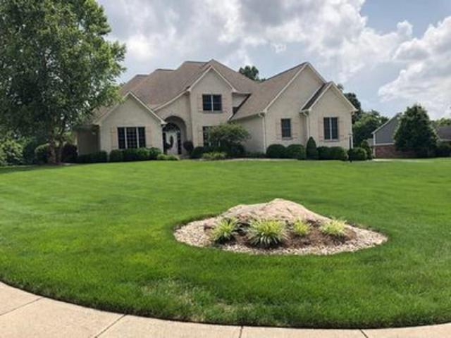 8135 Dowden Drive, Martinsville, IN 46151 (MLS #21605749) :: Mike Price Realty Team - RE/MAX Centerstone