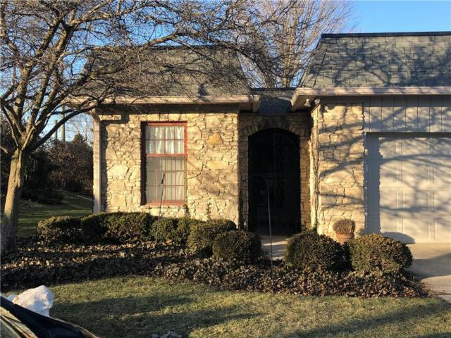1062 Carters Grove #1, Indianapolis, IN 46260 (MLS #21616011) :: David Brenton's Team