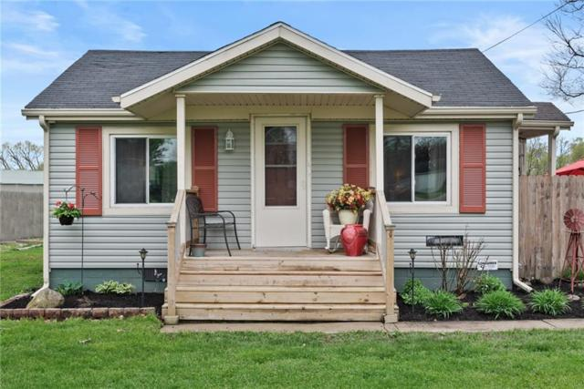 8217 W Weller Street, Yorktown, IN 47396 (MLS #21638283) :: The ORR Home Selling Team