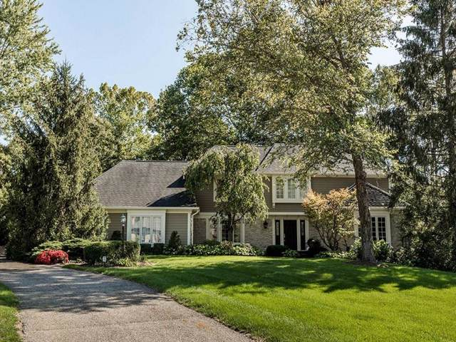 11369 Valley Meadow Drive, Zionsville, IN 46077 (MLS #21671904) :: David Brenton's Team