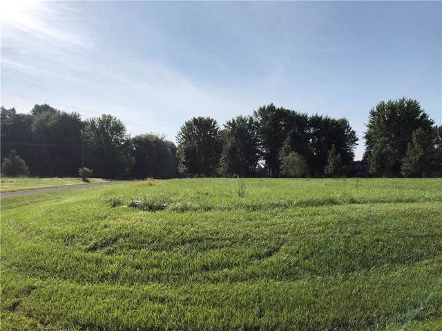 1335 NE Chippewa Trail, Greensburg, IN 47240 (MLS #21679381) :: David Brenton's Team