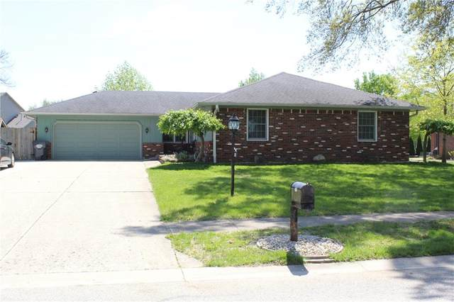 825 W Oakwood Drive, Greenwood, IN 46142 (MLS #21708457) :: AR/haus Group Realty