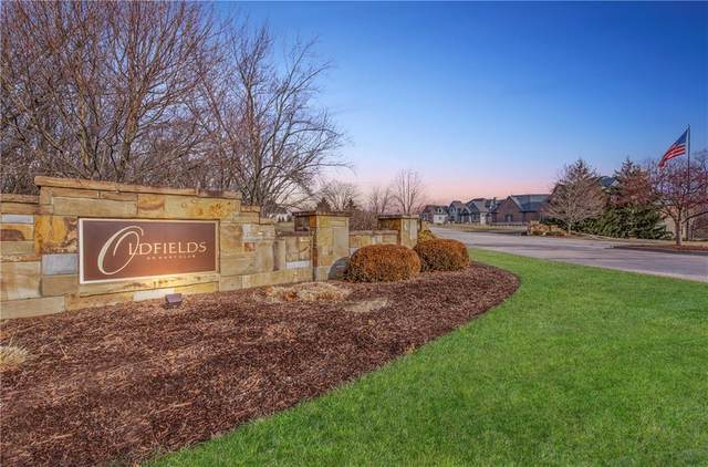 9051 Farmington Court, Zionsville, IN 46077 (MLS #21715607) :: The Indy Property Source
