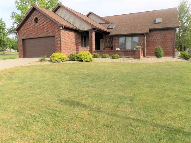 890 Robin Wood Place, Greencastle, IN 46135 (MLS #21716725) :: Anthony Robinson & AMR Real Estate Group LLC