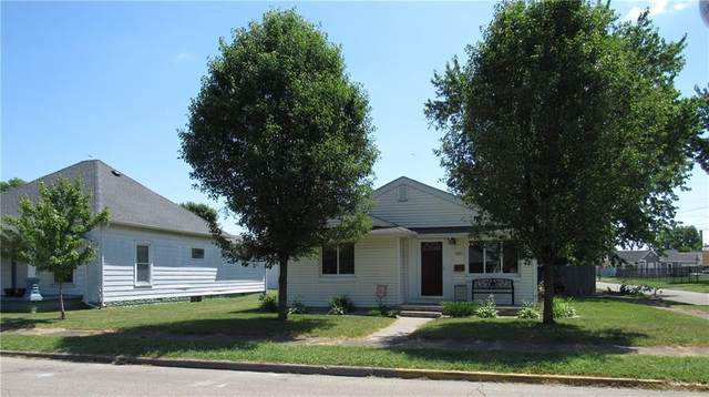 1803 Maple Street, Columbus, IN 47201 (MLS #21719302) :: Anthony Robinson & AMR Real Estate Group LLC