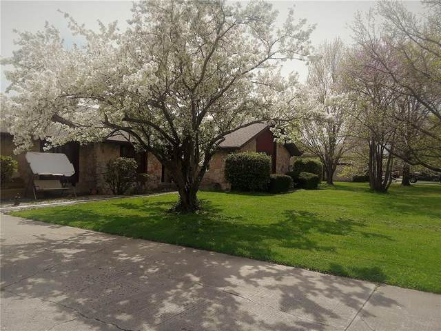 4887 W Quail Run Drive, New Palestine, IN 46163 (MLS #21723188) :: Richwine Elite Group