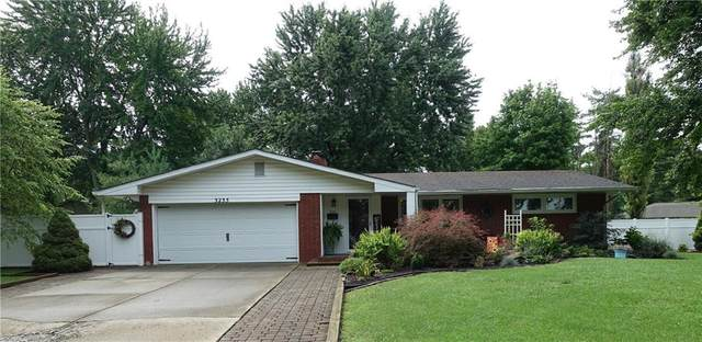 3235 Hillcrest Drive, Columbus, IN 47203 (MLS #21730967) :: Anthony Robinson & AMR Real Estate Group LLC