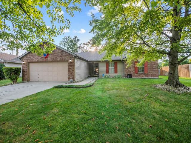 1142 N Nashville Circle, Indianapolis, IN 46229 (MLS #21736076) :: David Brenton's Team