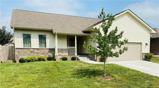 6106 Regency Drive, Columbus, IN 47203 (MLS #21737740) :: David Brenton's Team