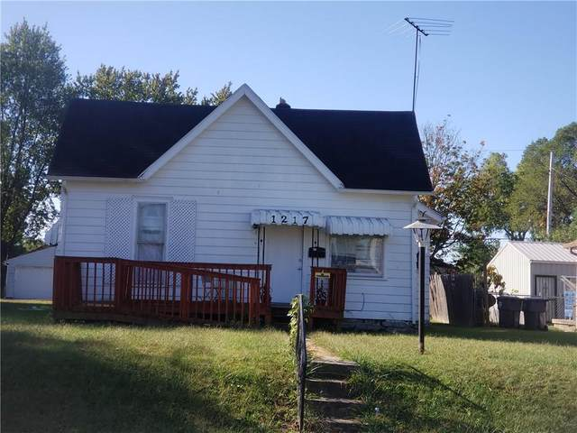 1217 W 6th Street, Anderson, IN 46016 (MLS #21740415) :: AR/haus Group Realty