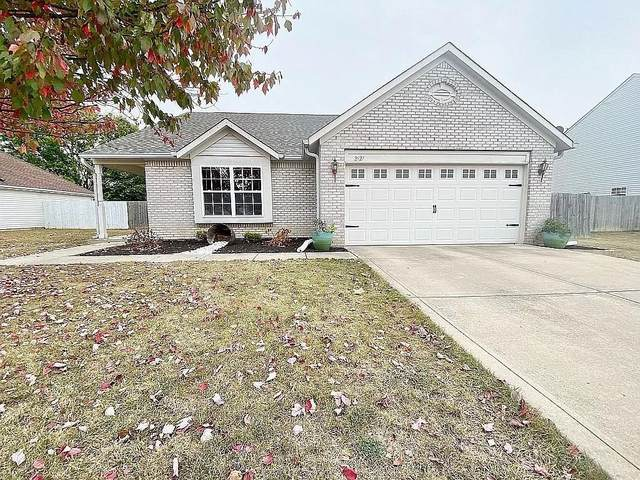 2927 Addison Meadows Lane, Indianapolis, IN 46203 (MLS #21746885) :: AR/haus Group Realty