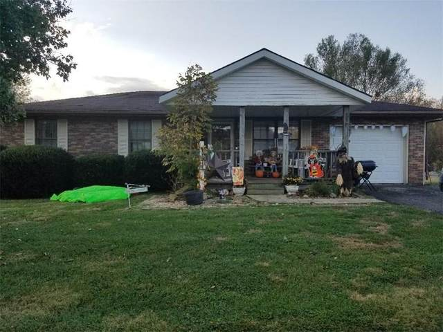1627 W Lawrence Drive, Scottsburg, IN 47170 (MLS #21748496) :: Mike Price Realty Team - RE/MAX Centerstone