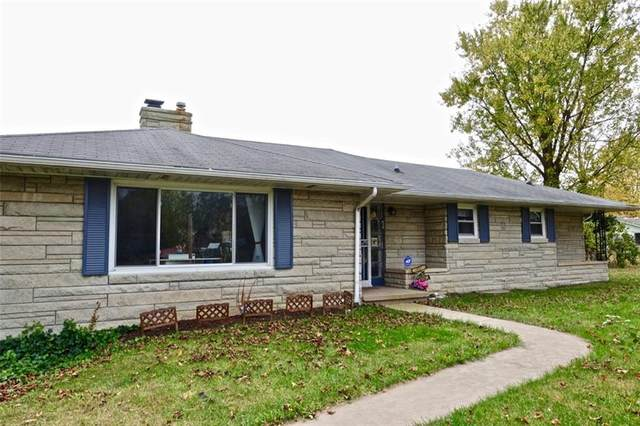 2221 E 35th Street, Anderson, IN 46013 (MLS #21749019) :: Your Journey Team