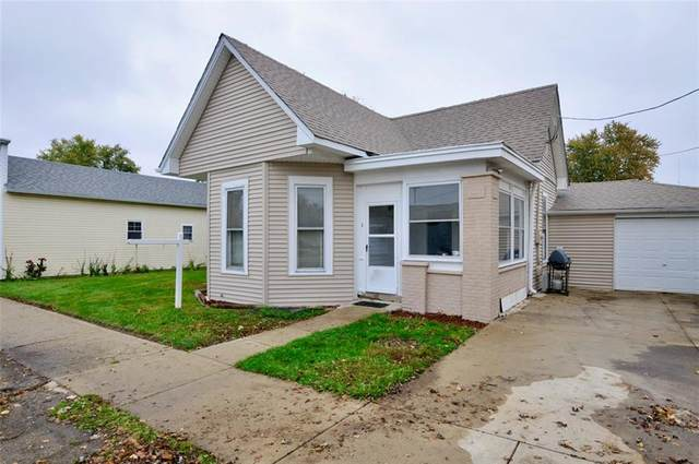 106 S Walnut Street, Fairland, IN 46126 (MLS #21749603) :: AR/haus Group Realty