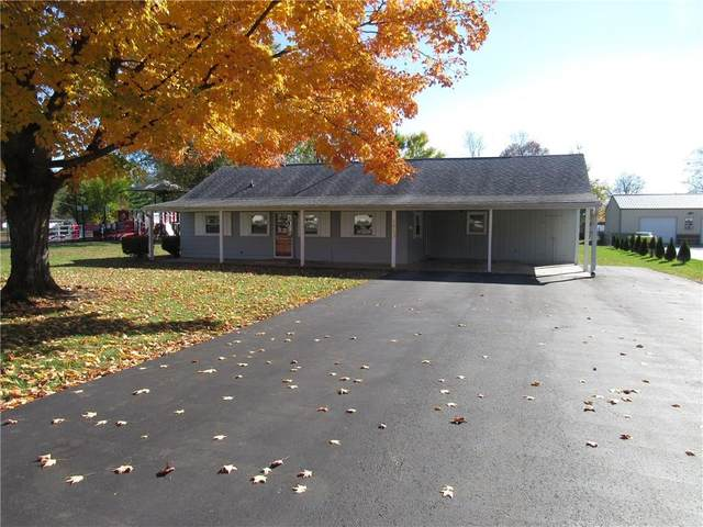1413 Locust Drive, Columbus, IN 47203 (MLS #21750089) :: The ORR Home Selling Team