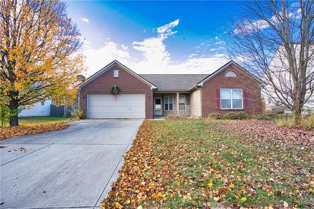 556 Hollowood Lane, Avon, IN 46123 (MLS #21750957) :: The ORR Home Selling Team