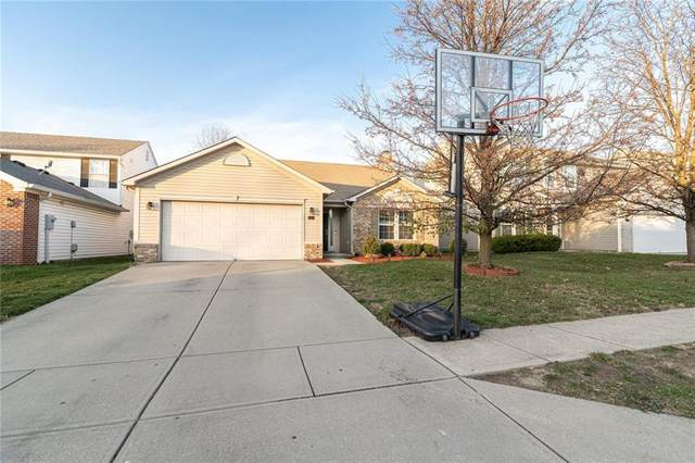 10450 Lookout Lane, Indianapolis, IN 46234 (MLS #21755216) :: Mike Price Realty Team - RE/MAX Centerstone