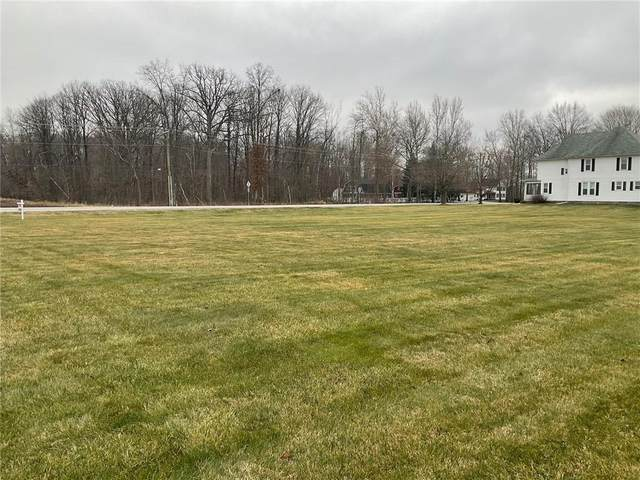 6027 W Broken Arrow Drive, New Palestine, IN 46163 (MLS #21757189) :: Mike Price Realty Team - RE/MAX Centerstone