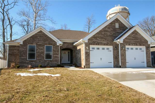 5675 Victory Drive, Columbus, IN 47203 (MLS #21768306) :: The Evelo Team