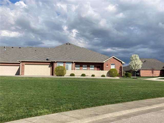 2731 Stones Bay Drive, Greenwood, IN 46143 (MLS #21777152) :: Ferris Property Group