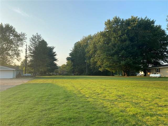 667 W Santee Drive, Greensburg, IN 47240 (MLS #21777904) :: Mike Price Realty Team - RE/MAX Centerstone