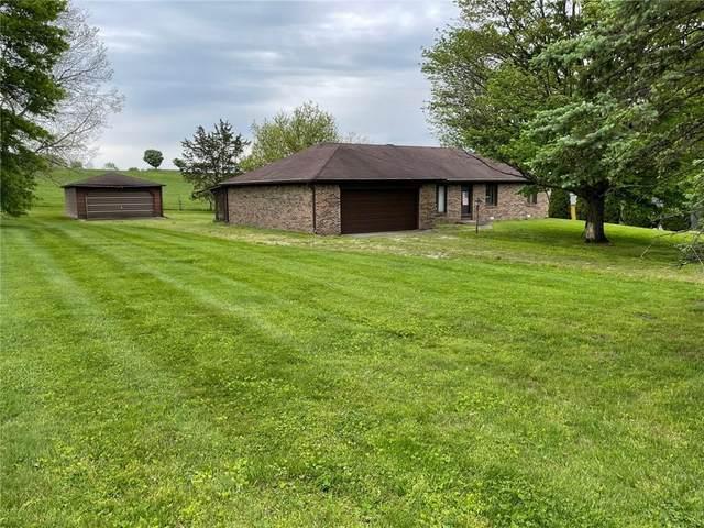 2035 Plantation Lane, Martinsville, IN 46151 (MLS #21785822) :: Keller & Corbett Real Estate