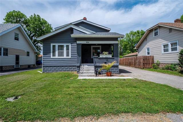 924 Mills Avenue, Indianapolis, IN 46227 (MLS #21788449) :: Mike Price Realty Team - RE/MAX Centerstone