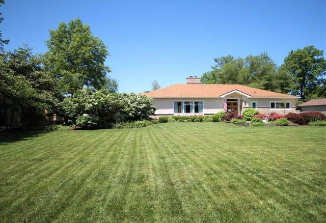 2740 Franklin Drive, Columbus, IN 47201 (MLS #21788624) :: The Evelo Team