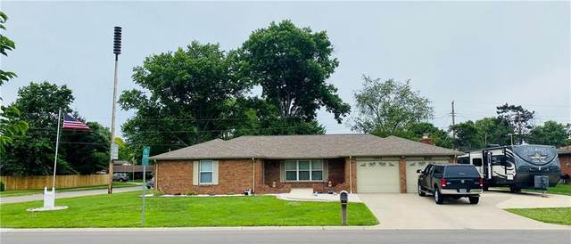 4660 Chapel Drive, Columbus, IN 47203 (MLS #21791653) :: Mike Price Realty Team - RE/MAX Centerstone