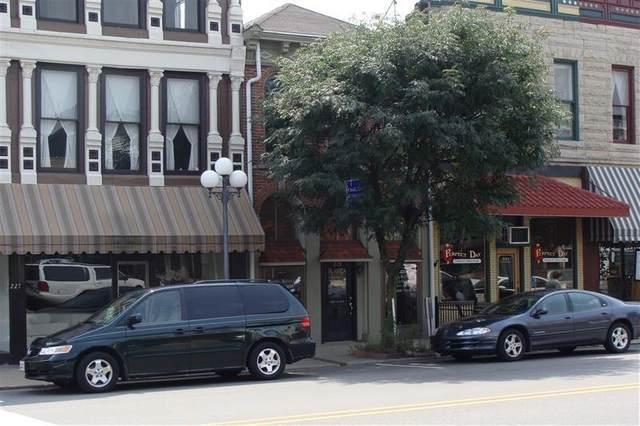 223 E Walnut Street, North Vernon, IN 47265 (MLS #21793810) :: David Brenton's Team