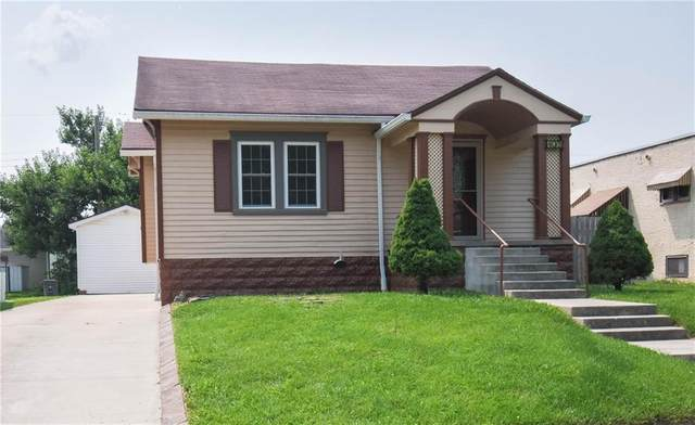 403 Calvin Boulevard, Seymour, IN 47274 (MLS #21800240) :: Mike Price Realty Team - RE/MAX Centerstone