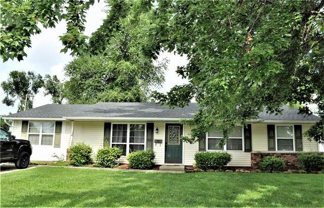 444 Western Parkway, Seymour, IN 47274 (MLS #21800402) :: Mike Price Realty Team - RE/MAX Centerstone