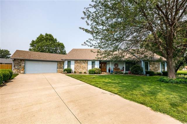 1694 W Monique Drive, Scottsburg, IN 47170 (MLS #21800972) :: Mike Price Realty Team - RE/MAX Centerstone