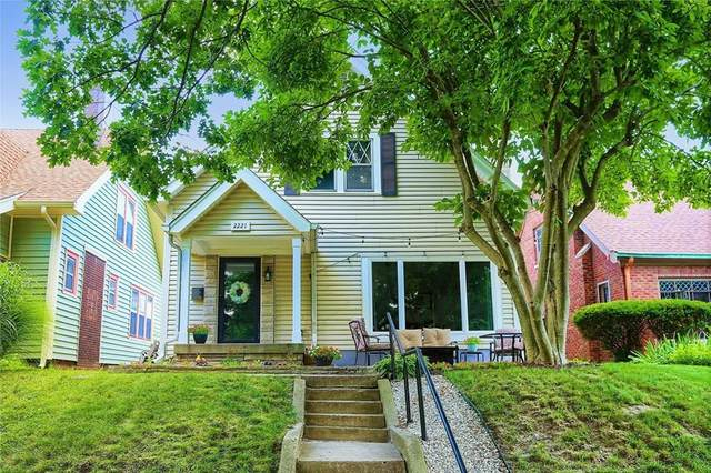 2221 S Garfield Drive, Indianapolis, IN 46203 (MLS #21801786) :: Pennington Realty Team