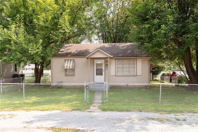 2403 Fowler Street, Anderson, IN 46012 (MLS #21802270) :: The Evelo Team