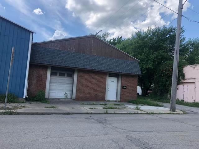 621 John Street, Anderson, IN 46016 (MLS #21803573) :: Richwine Elite Group