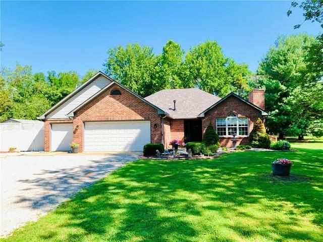 2205 Plantation Lane, Martinsville, IN 46151 (MLS #21804004) :: Anthony Robinson & AMR Real Estate Group LLC