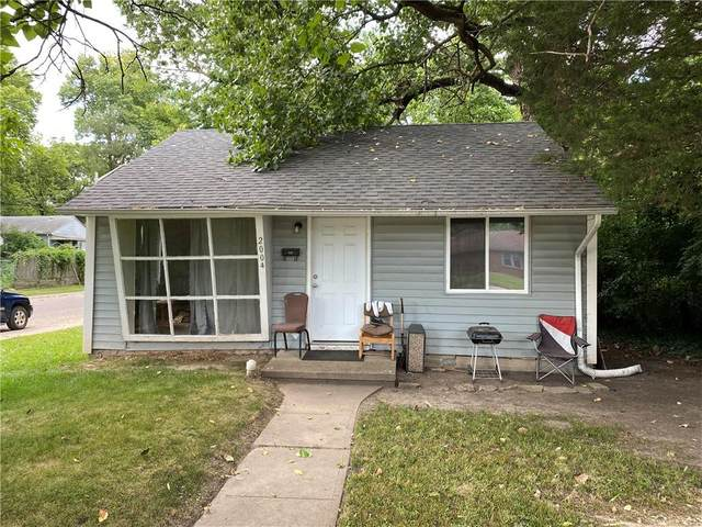 2004 E 34th Street, Indianapolis, IN 46218 (MLS #21804167) :: AR/haus Group Realty