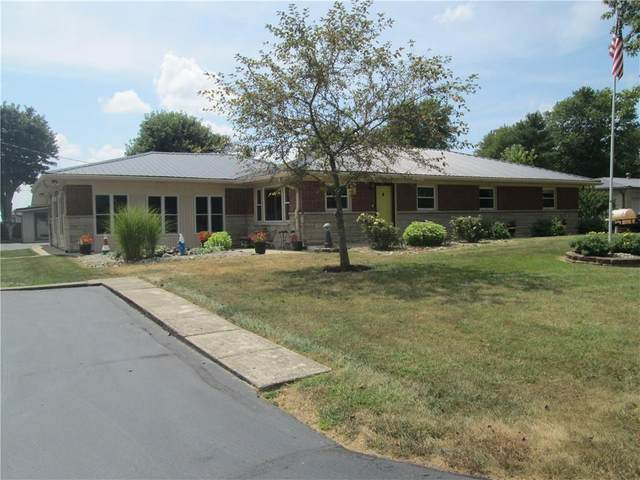 1231 E Hazelwood Drive N, Shelbyville, IN 46176 (MLS #21808629) :: Richwine Elite Group