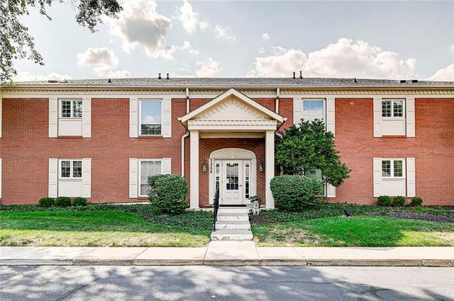 7352 King George Drive C, Indianapolis, IN 46260 (MLS #21812570) :: Pennington Realty Team