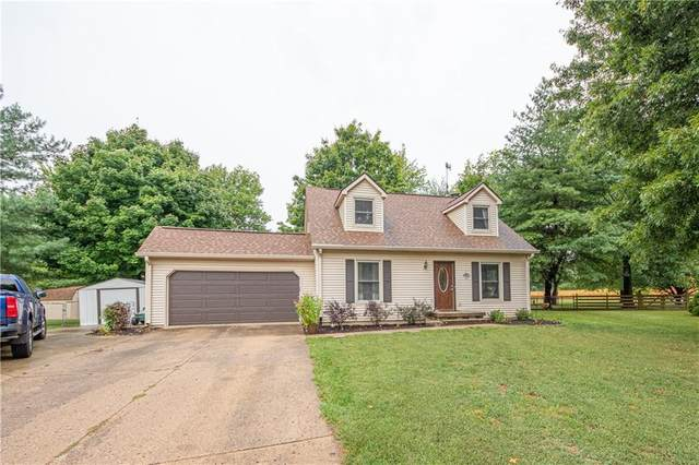 702 Riverside Court, Columbus, IN 47203 (MLS #21812670) :: Mike Price Realty Team - RE/MAX Centerstone