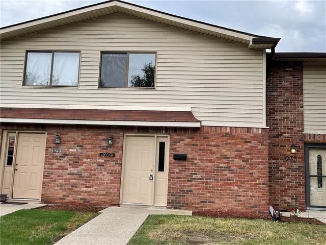 977 Greenwood Trail W, Greenwood, IN 46142 (MLS #21813108) :: Ferris Property Group