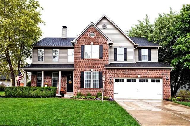 1498 Derbyshire Drive, Greenwood, IN 46143 (MLS #21817495) :: Heard Real Estate Team | eXp Realty, LLC