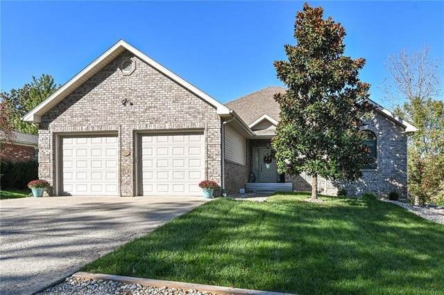 3820 W Wood Lake Court, Columbus, IN 47201 (MLS #21819332) :: Mike Price Realty Team - RE/MAX Centerstone