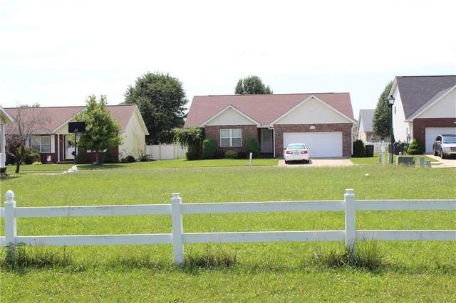 1642 N Oakmont Avenue, Greensburg, IN 47240 (MLS #21667149) :: Richwine Elite Group