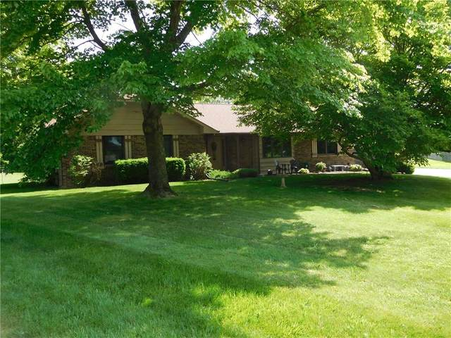 400 Valley Oaks Road, Greenwood, IN 46143 (MLS #21695982) :: Mike Price Realty Team - RE/MAX Centerstone