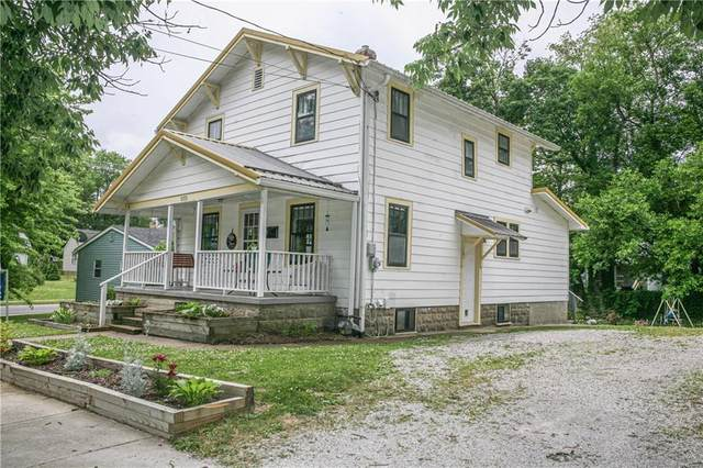 1028 S College Avenue, Greencastle, IN 46135 (MLS #21720180) :: David Brenton's Team
