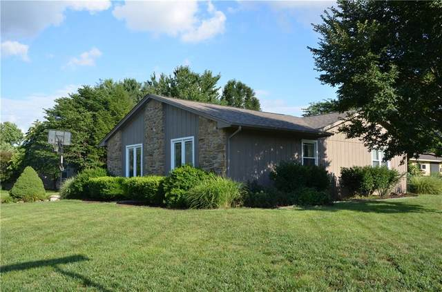 925 Cottonwood Drive, Columbus, IN 47203 (MLS #21729971) :: Mike Price Realty Team - RE/MAX Centerstone